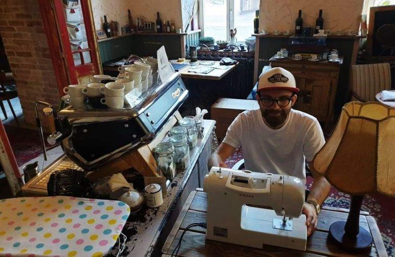 Z kaviarne krajčírska dielňa: Šálku kávy kríza zmobilizovala